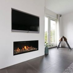 Gashaard met tv erboven Lifs interieuradvies & styling www. Living Room Decor Fireplace, Fireplace Tv Wall, Linear Fireplace, Fireplace Remodel, Fireplace Inserts, Modern Fireplace, Electric Fireplace Tv Stand, Chimney Breast, Inspiration Wall