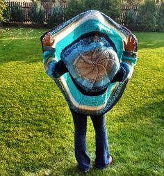Sweter okrągły, robiony na drutach żyłkach nr 4