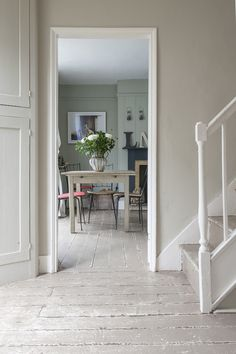 farrow and ball elephants breath, painted floor Entry Stairs, Entry Hallway, Hallway Inspiration, Interior Design Inspiration, Murs Beiges, Simple Interior, Country Interior, Painted Floors, Painted Wood