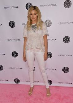 Ashley Tisdale T-Shirt - Ashley Tisdale kept it laid-back in a loose T-shirt by Free People teamed with white skinny jeans during Beautycon LA 2016.