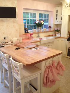My beautiful new kitchen New Kitchen, Kitchen Ideas, Mudroom, Laundry Room, Sweet Home, Sink, Table, Furniture, Beautiful