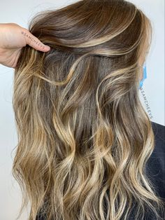 Brunette balayage with dark roots and hand painted blonde highlights. Dimensional brown hair Balayage Brunette, Brunette Hair, Balayage Hair, Dark Roots, Blonde Highlights, Brown Hair, Hand Painted, Long Hair Styles, Photo And Video