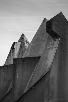 hoscos:  eastberliner: Holy Concrete I