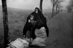 Evacuación de Teruel III, diciembre de 1937. Poor Children, Children Images, Nerja Spain, Spanish War, Innocent Child, Thing 1, Historical Images, Great Words, Old Photos