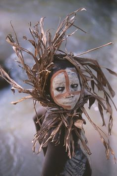 An indigenous person of the Omo Valley in Ethiopia. Photography by Hans Silvester.