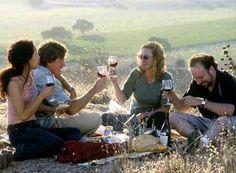 『アバウト・シュミット』のアレクサンダー・ペイン監督が描く、人生と恋とワインをめぐるロード・ムービー。主人公のワインを愛するダメ男に『アメリカン・スプレンダー』のポール・ジアマッティ。