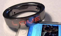 Smart Bracelet Displays Your Text Messages On Your Wrist (Video)