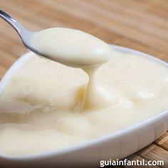 Las natillas son un postre muy popular de la gastronomía española, aquí tienes una receta de natillas light, sin huevo ni azúcar, para disfrutar de un postre ligero y apto para alérgicos.