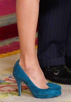 Queen Letizia debuts artsy Felipe Varela dress at ARCO 2015 ...