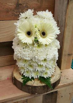 Owl made out of flowers!!
