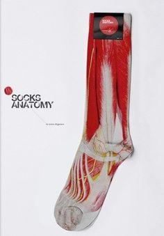 Anatomy socks!    http://www.designerblog.it/post/4536/socks-anatomy-da-indossare-di-anton-repponen