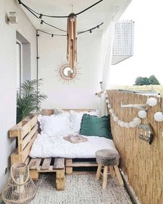24 Ways to Make the Most of Your Small Apartment Balcony. 24 Ways to Make the Most of Your Small Apartment Balcony. 20 Wonderful Small Apartment Balcony Decorating Ideas On A Budget - Awesome Indoor & Outdoor Designing an apartment balcony design doesnt h Tiny Balcony, Small Balcony Decor, Balcony Ideas, Balcony Decoration, Terrace Ideas, Small Balconies, Outdoor Balcony, Hammock Balcony, Small Balcony Furniture