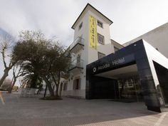 Eix Alcudia Hotel - Adults Only Port de Alcudia This traditional Mallorcan-style building consists of 4 floors set around an outdoor swimming pool and patio, surrounded by palm trees. The heated, air-conditioned rooms come with work desk and satellite TV.