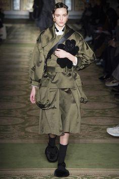 http://www.vogue.com/fashion-shows/fall-2017-ready-to-wear/simone-rocha/slideshow/collection