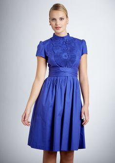 Oh me oh my. I'm in love with the color, the ruffle on top. Where it hits the waist. Ooooo la la.