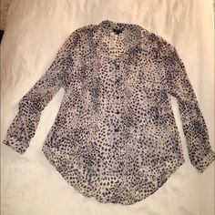 TopShop leopard chiffon button down blouse sz 6 TopShop leopard print button down chiffon blouse size 6. Beautiful print, lightly worn, great with black skinnies for a night out! Topshop Tops Blouses