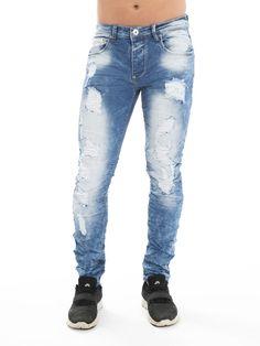 Jeans com rasgões.