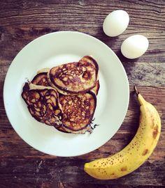 Banana Oatmeal Pancakes : 1 ripe banana 2 eggs. Optional: oatmeal, protein powder, baking soda, 1 tsp vanilla extract, 1 tsp cinnamon. Cook on medium heat (6), three at a time. Serve with sour cream/Greek yogurt and honey, etc