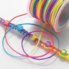 Polyestertråd, multifärgad.