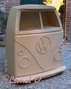 http://schmulb.com/meuble-en-carton/galerie/meuble-cartonnage.htm