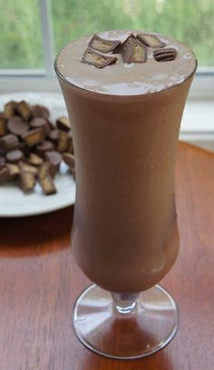 SHAKE OF THE DAY: CHOCOLATE PEANUT PUTTER CUP Not only is this shake awesome, it is LESS than 220 calories and FULL of nutrition!