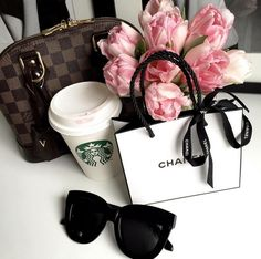I wish those were red roses instead Teeth Whitening Remedies, Natural Teeth Whitening, Little Things, Girly Things, Girly Stuff, Random Things, Luxury Lifestyle Fashion, Accessoires Iphone, Chanel