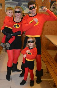 famille indec Costume Halloween Famille, The Incredibles Halloween Costume, Scary Couples Halloween Costumes, Halloween Costumes Plus Size, Unique Costumes, Halloween Costume Contest, Pop Culture Halloween Costume, Family Costumes, Disney Halloween