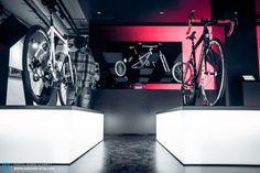 Die neue ROSE BIKETOWN in München ist ein für die Bikeindustrie weltweit einzigartiger, multimedialer Konzeptstore Bike Experience, Cool Bikes, Munich, Rose, Projects, Shopping, Log Projects, Pink, Blue Prints