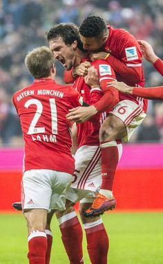 Fc Bayern München Hermes, Philipp Lahm, Germany Football, Fc Bayern Munich, Lewandowski, Munich Germany, Folk Fashion, Trainer, Football Soccer