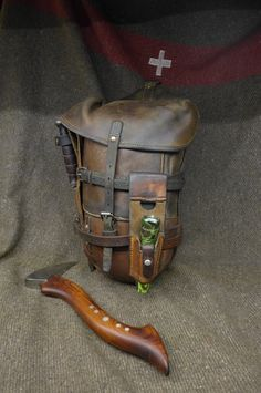 LeatherWerk: Vintage Swiss Army Packsaddle from 1915 Bushcraft Gear, Leather Projects, Survival Gear, Tactical Gear, Leather Working, Look Fashion, Leather Craft, Camping, Leather Men