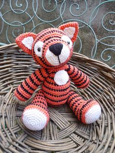 Tiger Tom Amigurumi pattern by Moji-Moji Design Free Baby Patterns, Crochet Patterns For Beginners, Easy Crochet Patterns, Amigurumi Patterns, Crochet Designs, Knitting Patterns Free, Doll Patterns, Free Knitting, Chunky Crochet
