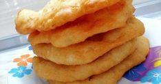 Με αναμνήσεις από τα παιδικά μας χρόνια! Πανεύκολα και γρήγορα, τραγανά και πεντανόστιμα, ζεστά τηγανόψωμα! Υλικά Για το Ζυμάρι 500 gr. αλεύρι για όλες τις Snack Recipes, Snacks, Onion Rings, Chips, Ethnic Recipes, Food, Snack Mix Recipes, Appetizer Recipes, Appetizers