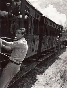 François Truffaut on the set of Les deux anglaises et le...