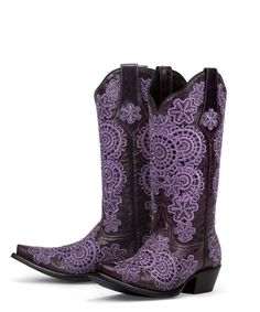If you want to find very comfortable wedding shoes you have two top choices, one is to wear cowgirl wedding boots (as many of our readers choose). However, cowgirl boots aren't for everyone, even i… Purple Cowboy Boots, Purple Boots, Cowboy Boots Women, Cowgirl Boots, Western Boots, Black Boots, Cowgirl Style, Western Wear, Molde