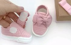 Baby Boots, Baby Girl Shoes, Kid Shoes, Girls Shoes, Crochet Boots, Crochet Bebe, Crochet Baby Shoes, Baby Safety, Child Safety