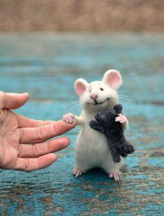 MADE TO ORDER! Mouse wool Mouse white Mouse and kitten Mouse felt Mouse animal Kitten animal Mouse needle felting Felting toy Mouse cute.Beste Freunde, Katze und Maus:) Kätzchen war nicht in den Prozess der Dreha# A Needle Felted Animals, Felt Animals, Cute Baby Animals, Funny Animals, Wet Felting, Needle Felting, Gato Animal, Pet Mice, Felt Mouse