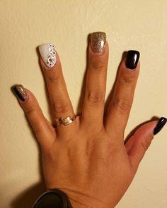 Duck feet with ringstone #ducknails, #nailsart, #blackonyx, #ringstone, #alpinesnow.
