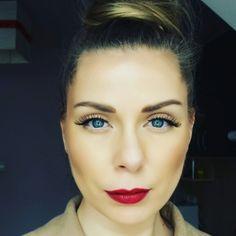 Blue eyes soft makeup