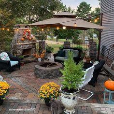 Small Backyard Patio, Backyard Patio Designs, Back Patio, Patio Ideas, Back Yard Oasis, Porch Ideas, Backyard Ideas, Garden Ideas, Cantilever Patio Umbrella
