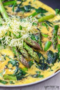 Spinach and Asparagus Frittata - Easy Italian omelet recipe perfect for breakfast, lunch or dinner. Spinach, Asparagus, Garlic and Eggs seasoned and topped with Cheddar Cheese to make this moring meal. Frittata Recipes, Spinach Recipes, Egg Recipes, Healthy Recipes, Paleo Quiche, Asparagus Frittata, Asparagus Egg, Asparagus Recipe, Recipes