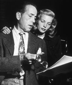 Lauren Bacall and Humphrey Bogart behind the set of The big sleep directed by…