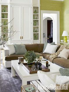Happy Green Living Room For the living room of this New York house, designer Pat Healing chose a color scheme inspired by the outdoors. On the walls, Green grass cloth, Arrowroot by Phillip Jeffries, brings garden freshness into the family room. Living Room Green, Green Rooms, Living Room Colors, My Living Room, Home And Living, Living Room Designs, Living Room Decor, Living Spaces, Green Walls