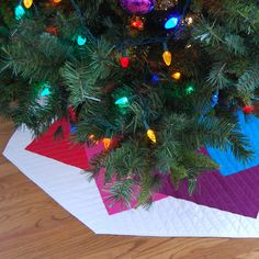 "This tree skirt tutorial at WeAllSew is a supersized version of a ""super card trick"" quilt block. This big block design with simple squares and half-square triangles so it's easy to stitch together! #christmas #treeskirt #tutorial #decoration #modern #quilt"