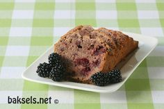baksels.net   Blackberry Tea Bread (Engelse cake met bramen). http://www.baksels.net/post/2013/09/13/Blackberry-Tea-Bread.aspx