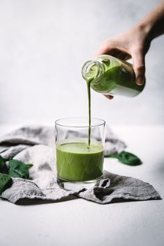 My favorite green smoothie recipe - low sugar, smooth and creamy and packed full of veggies Watermelon Smoothies, Fruit Smoothie Recipes, Strawberry Smoothie, Yummy Smoothies, Smoothie Drinks, Smoothie Diet, Smoothie Benefits, Protein Smoothies, Matcha
