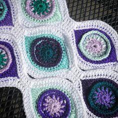 De creatieve wereld van Terray: Een oogjes update: het haken van de strips Peacock Pattern, Crochet Squares, Bunt, Strips, Crocheted Blankets, Crochet Things, Shapes, Bedspreads, Quilts