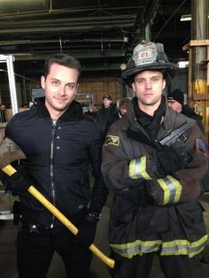 Cross over weapons. @Jesse_Spencer @jesseleesoffer #chicagofire #chicagopd