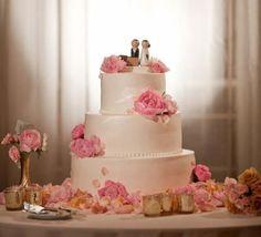 A sugestão da semana de decoração é não somente para casamentos, mas outras ocasiões, como para uma decoração para Dia das Mães logo mais e até um aniversário. É claro, se a aniversariante em questão gosta de rosa, pois a decoração vai ter muito rosa em profusão.