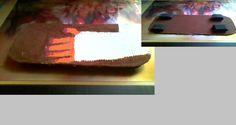 Je to super dárek pro ty co jezdí na skateboardu apod. A hlavně pro ty , kterým se pořád něco stává. Potřeby : 1. Karton 2. Tempery (v mém případě tyto : hnědá na desku, červená + žlutá = oranžová na prsty, červená + bíla = růžová na nehty, černá na kolečka) Postup na výrobu : Připravím si starou krabici a vyříznu si do ní tvar skateboardu. Potom si vyříznu stejné proužky a slepím je do kolečka. Na skateboard si předkreslím zlomenou ruku. Vybarvím si desku , prsty a kolečka si přilepím na…