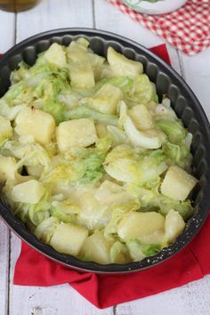 Verze,patate e fontina Vegan Vegetarian, Vegetarian Recipes, Cooking Recipes, My Favorite Food, Favorite Recipes, Cabbage Recipes, Diy Food, Vegetable Recipes, Italian Recipes